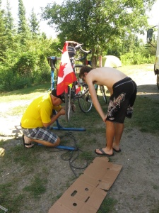 Larry, Gee changing a chain