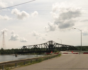Swing bridge to Manitoulin Island open